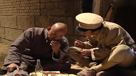 小兵张嘎 :高杆和歪嘴喝多了,罗金宝趁机出了城门