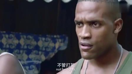 非洲黑社会在中国特种兵面前嚣张,非要跟特种兵交手,结果被打蒙