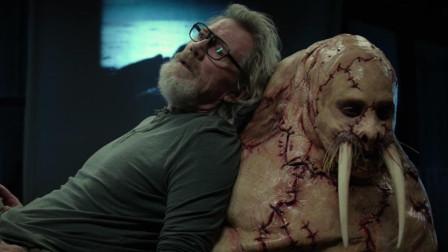 男子采访独居老人,被对方下药,一觉醒来已经被整容成了海象