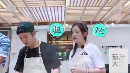 黄晓明第一次做茄汁大虾,赵薇担心味道不过关,留下一只试吃批判
