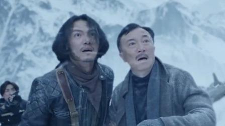 百米巨兽咆哮怒吼引发大雪崩