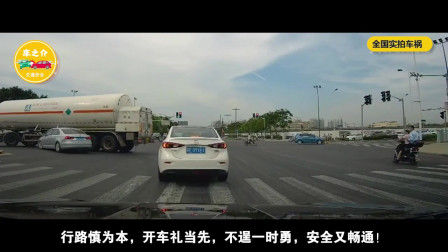 中国实拍车祸合集:女子横穿马路如散步,以为没人敢撞她,2秒后悲剧了!