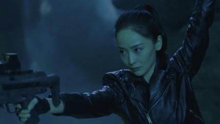 盗墓笔记:吴邪被白毛猩猩袭击,关键时候阿宁出手,简直开了外挂