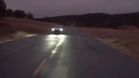 一汽丰田亚洲龙2.0L版计划9月21日上市,最低油耗5.8L