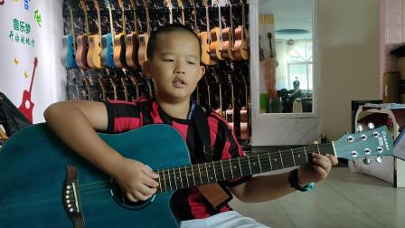 邓博文同学学习吉他视频《小草》