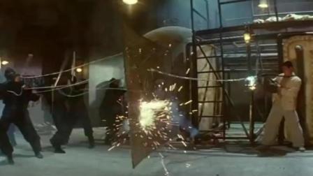 李连杰九节鞭吊打日本忍者, 这才是功夫之王该有的实力