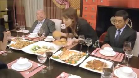 美女吵着要跳楼,听说有鲍鱼吃,立马不跳了,把一整盘鲍鱼全拿走!