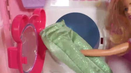 芭比娃娃做家务,穿衣服,梳头,打扮