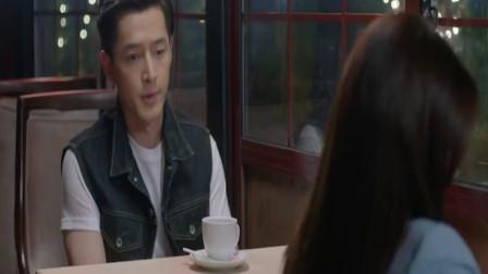 剧中胡歌约女孩到咖啡馆,女孩一上来就要喝酒,网友:太猛了