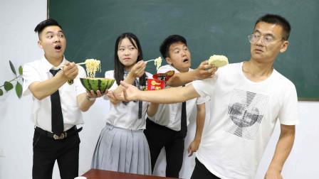 """学渣吃""""西瓜味的泡面"""",馋的老师直接拿100分来交换,太逗了"""