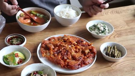 《韩国农村美食》酥脆的泡菜饼,配上辣酱海鲜汤,营养又美味