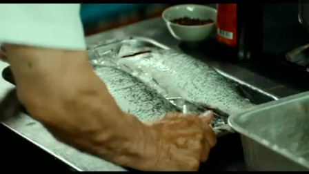 花样厨神:小伙子喜欢烹饪,为了向老厨师学做鱼,连课都不去上了