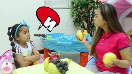 萌宝趣事,今天小女孩的姐姐拿来了好多的水果,我们一起来吃吧!