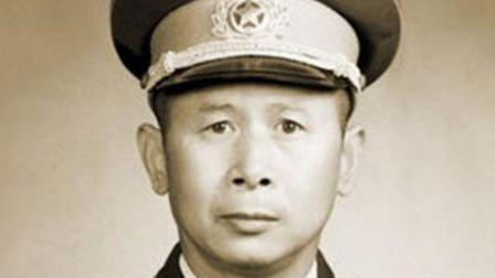 1955年他被评为中将,老上级陈赓将军亲自找到伟人说:我的一颗星给他吧!