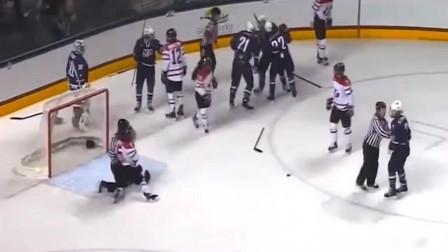 """冬奥会冰球比赛,这是一场很有技术含量的""""打架"""",反正我是站不稳"""