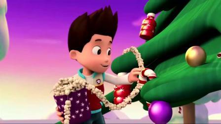汪汪队:汪汪队装饰圣诞树,莱德拿来了爆米花,不是吃的是装饰品