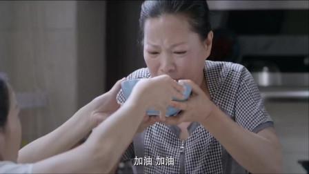 老公让老婆喝催乳汤,怎料老婆为了不喝,竟硬塞给了月嫂!