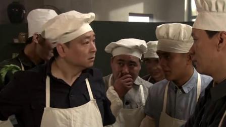 爆笑:两百斤榨菜只切了一盆,厨师大骂,不料小伙一剁菜板全成丝