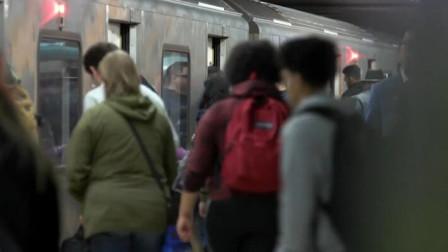 地铁司机为什么可以停的那么准?机器操控?还是手动操控!