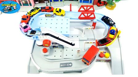 超级车库,好多辆不同颜色不同款式小汽车赛跑玩比赛游戏,儿童玩具亲子互动悠悠玩具城