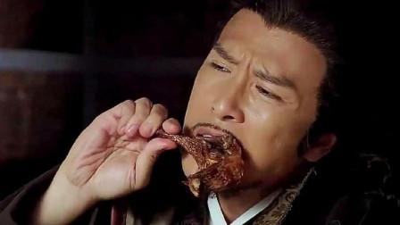 《锦衣卫》青龙吃着鸡腿打山贼,亮出腰牌后,山贼连忙道歉