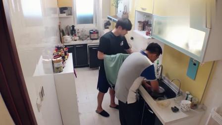 做家务的男人:魏妈一啰嗦就讲个没完没了,魏大勋马上找借口溜走,太逗了!
