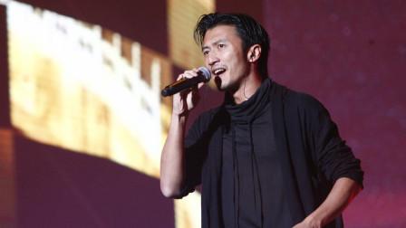 19年前谢霆锋演唱会串烧四大天王的歌,陈奕迅去做嘉宾,当年太火
