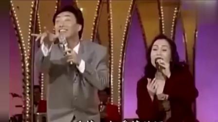 费玉清模仿她唱歌,动作表情满分,陈小云直言:你不要模仿了!