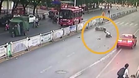 3车连撞 一辆小车撞伤人后逃逸