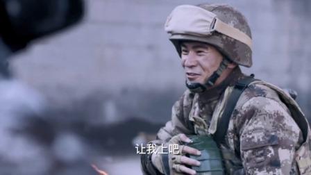 陆战:新兵一直怂,哪知班长被坦克炸伤,小伙一个箭步把炸了坦克