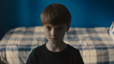 男孩是远近闻名的神童,刚出生就会说话,父母却都很害怕他,恐怖片