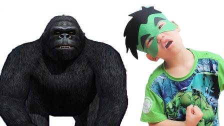 咋回事?大猩猩为什么一直跟着萌宝小正太?趣味玩具故事