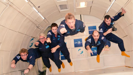 宇航员在地面训练时,零重力环境是如何模拟出来的?