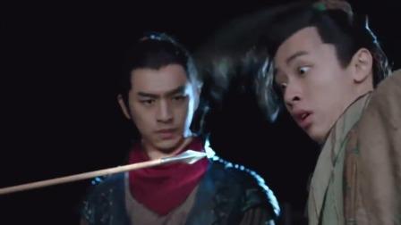 火王:士兵朝小哥射箭,不料小哥乃是天神下凡,直接把箭定在空中