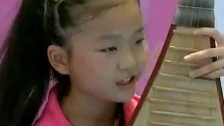 小姑娘多才多艺会弹会唱,她能否闯关成功?