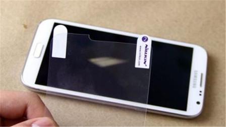 手机贴钢化膜后,长时间不换会怎样?看完涨知识,别毁手机了!