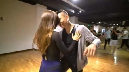 《房间》好听的音乐和舞蹈更配哦,你喜欢这个巴恰塔舞蹈吗