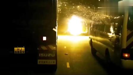 赤道:这群人也太疯狂了,警车都敢动,一警车人都被干掉了!