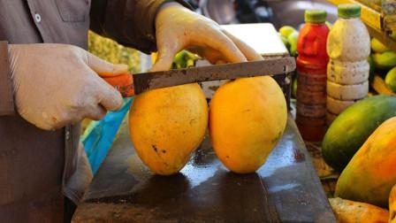 印度街头水果摊,水果现切现卖!网友:看看这案板,我都想退钱了