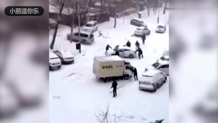 搞笑集锦TOP10:北方下雪后的冬天,不会点滑冰技术都不敢出门!