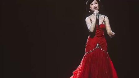 邓丽君一曲《甜蜜蜜》,歌甜人美,柔情蜜意,开嗓就让人陶醉