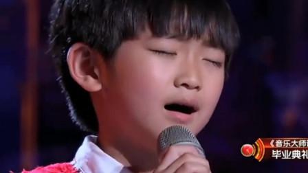 8岁孩子翻唱一首《天之大》,清澈的嗓音打动人心,听着就哭了