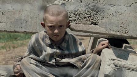 穿条纹睡衣的男孩:网内的小男孩连球都不敢玩,这究竟是怎么回事