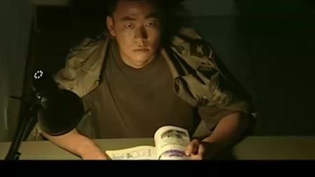 士兵突击:许三多半夜做恶梦,那表情把齐桓吓得!