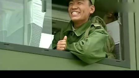 士兵突击:许三多在仪式上出洋相,被领导训斥:注意点纪律!