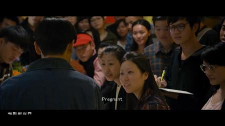 北大年轻英语老师被开除,果断开英语培训班,曾经在肯德基上课
