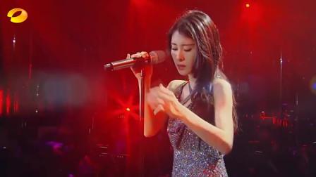 歌手:张碧晨卖力演唱《红玫瑰》,中间配的一段探戈舞,简直完美
