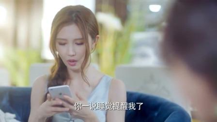 答案:好闺蜜来蹭吃蹭喝蹭睡觉,美女掏出手机:一说睡觉提醒我了