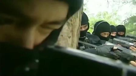 插翅难逃:杨吉光抢劫货车, 谁知打开门看见的,却是全副武装的