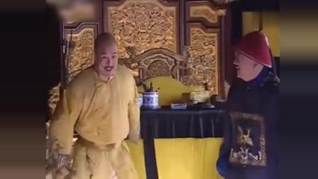 《铁齿铜牙纪晓岚》和珅以为抓到纪晓岚把柄跑来跟乾隆告状,没想到又被坑了,可怜和珅啊